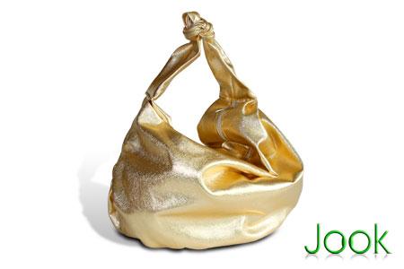 Красота - страшная сила!  Мне тоже золотая сумочка понравилась.