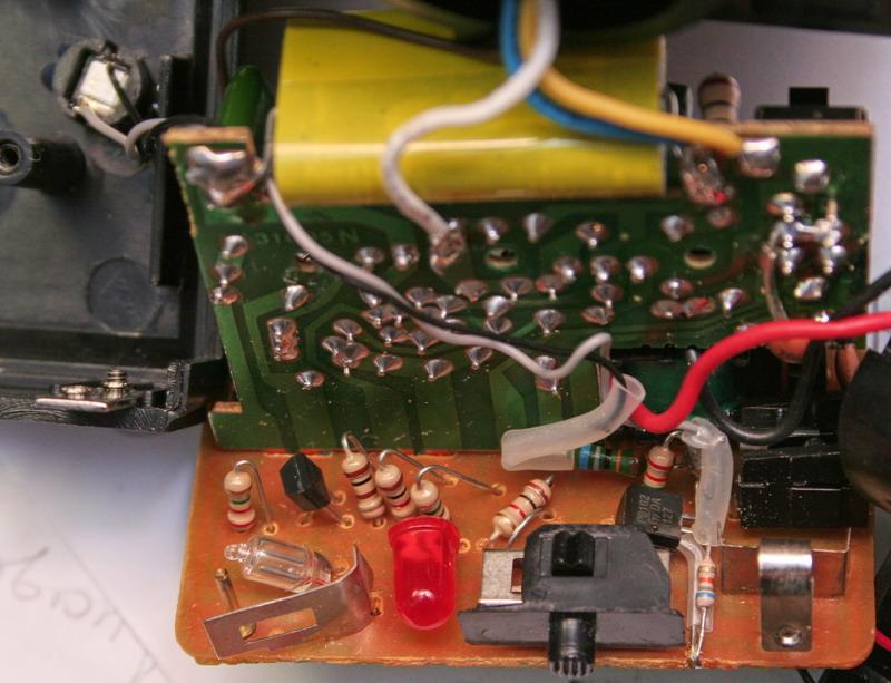 Тиристор довольно забавный, судя по DATASHEET у его Vgt=0.8V (max) а Igt=20 мкА (max) .