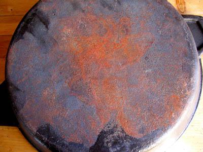 Чем очистить чугунную сковороду от ржавчины в домашних условиях