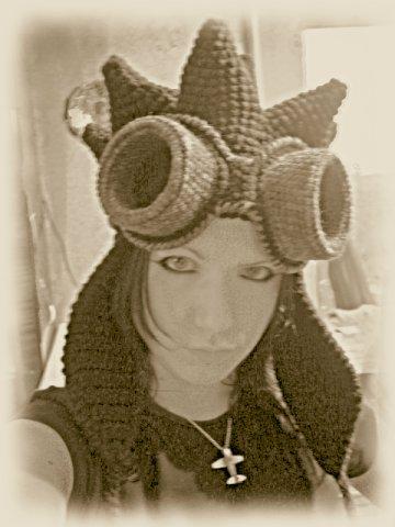 Вязаные гогглы и шапка сумасшедшего