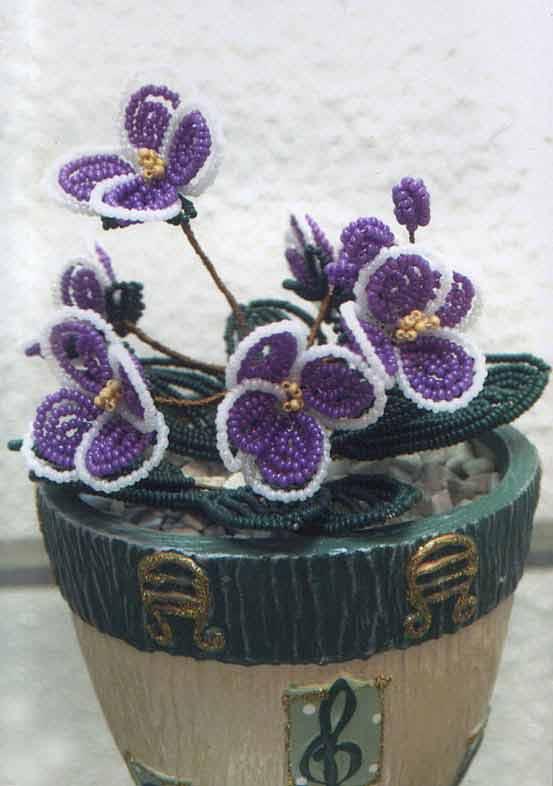 Тут остальные комнатные цветы в горшках из бисера. http://art-biser.com/modules.php?op=modload&name=My_eGallery&file...