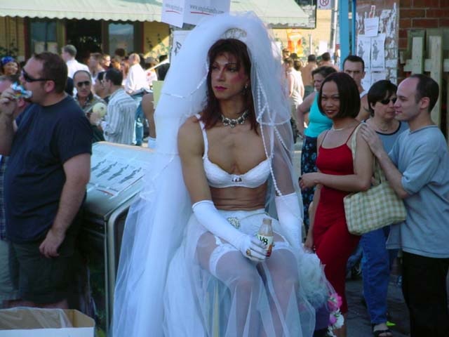 фото геев в платьях