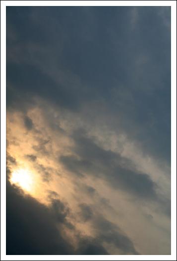 Солнце в тучах