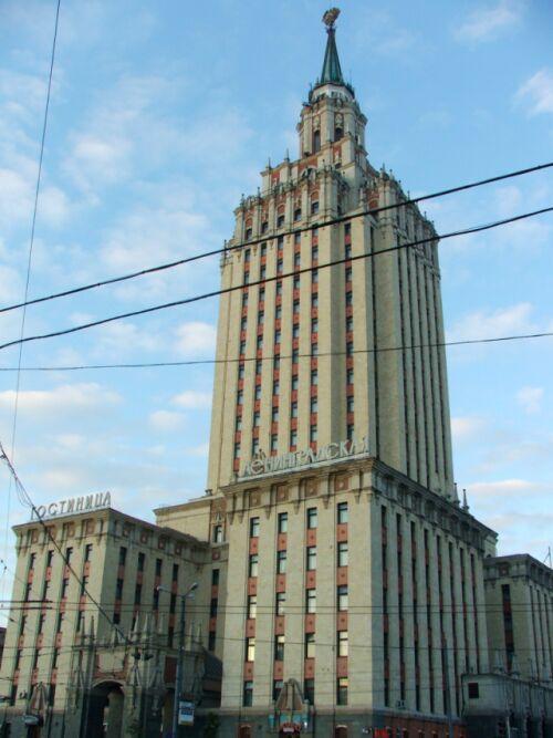 Гостиница Ленинградская днем