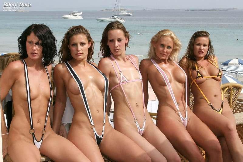 частные фотографии женщин в эротических купальниках