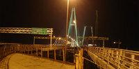 Большой Обуховский мост - единственный неразводной мост через Неву в черте города