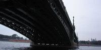 Под разводным мостом в Питере