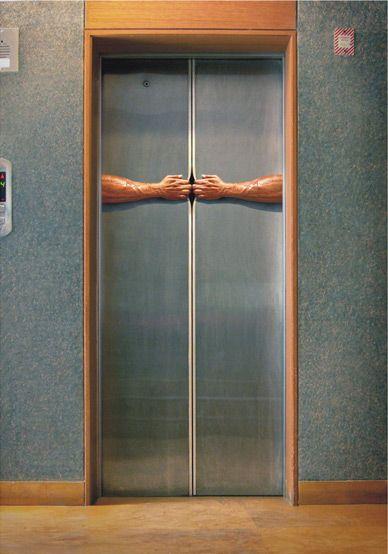 нужна железная дверь на площадку с лифтом