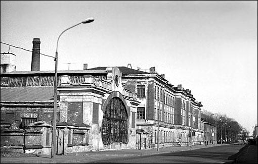 Улица с заводами