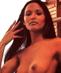 laura-gemser-biseksualka-video-stoni-iz-spalni