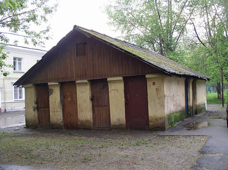 i Сарай-кладовка /i. В центре Курьяново расположены все важнейшие сооружения: дом культуры с красивым портиком...