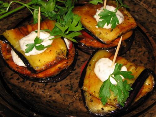 ...салата - это закуска на зиму из кабачков и перца Тещин язык.  Салат.
