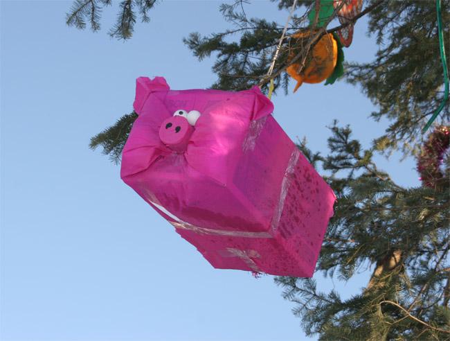 Новогодняя игрушка своими руками на уличную елку
