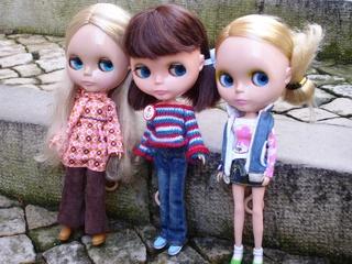 куколки на городском бульваре