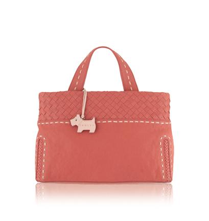 Английская марка Radley выпускает кожаные сумки с аппликацией.
