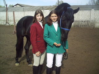 Лиза и Алина c красавцем Африканцем
