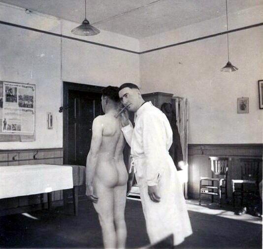 Секса фото голые зечки на медосмотре про друзей