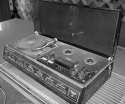 ...стереофонический проигрыватель и стереофонический же катушечный магнитофон, объединённые в одном корпусе.