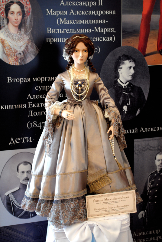 http://www.ljplus.ru/img4/a/b/abry_kos/32-Mariya-Aleksandrovna.JPG