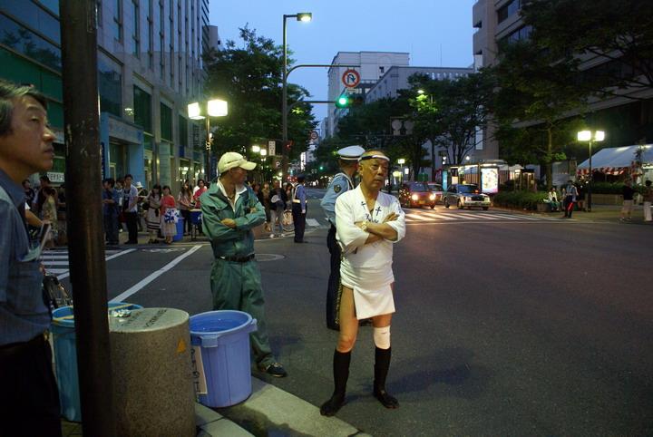 голые японские школьницы раздвигают ноги и показывают пизду фото