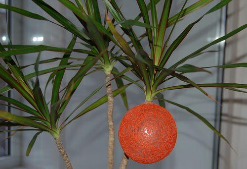 Поделки игрушки из ниток, клея и шаров своими руками, фото и описание.
