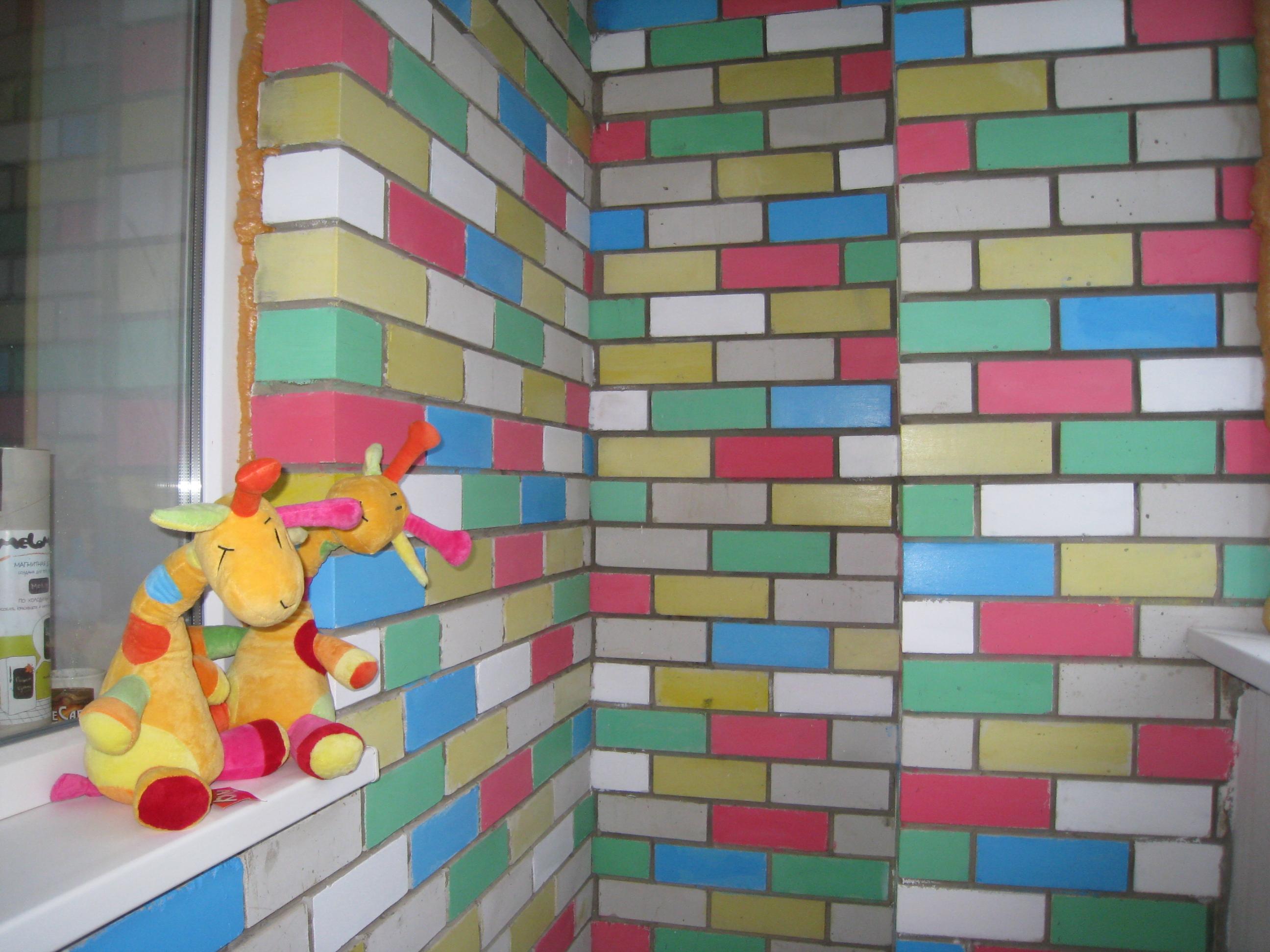 Как покрасить кирпичную стену на балконе и чем? (с фото).