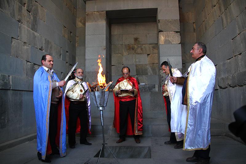 Вірменія. Храм Мітри в Гарні, жреці Ваагна