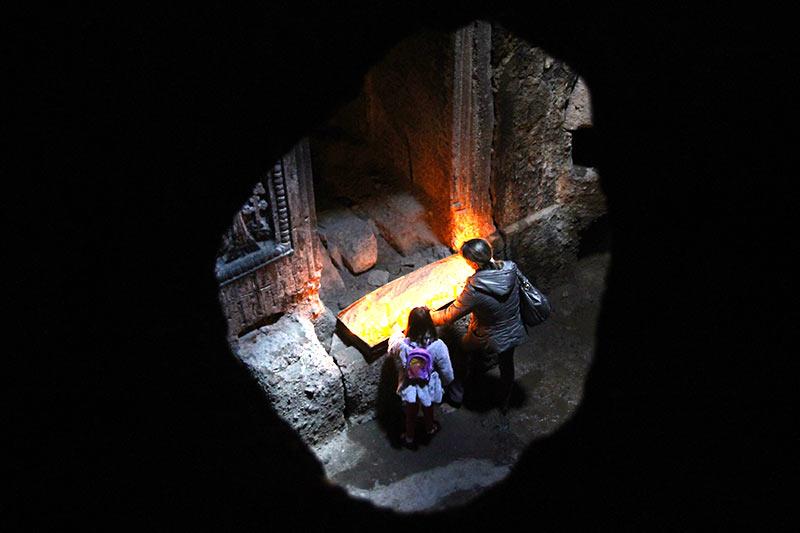 Вірменія. Храм в Гегарді