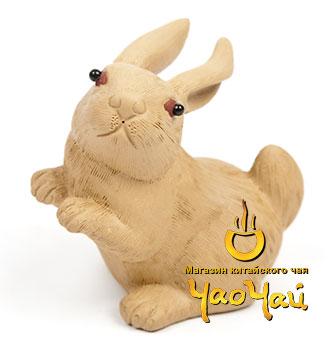 фигурка зайца из белой глины