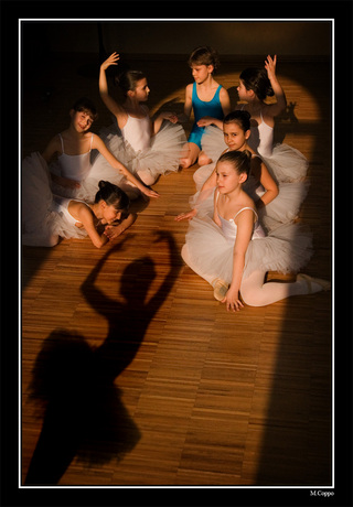 Танцующая тень