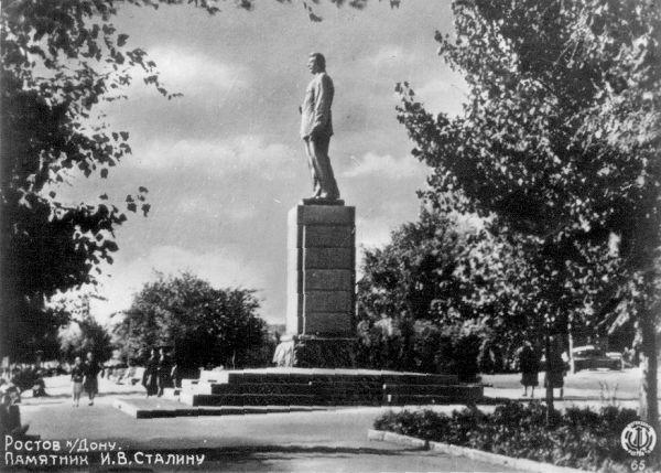 Памятник сталину на набережной