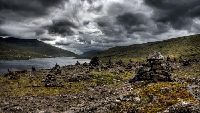Пирамиды из камней,найденные между деревней Tjørnuvík и деревней Haldórsvík,о.Стреймой