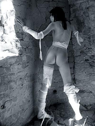 Фото ебли голых девочек в жопу фото 552-316