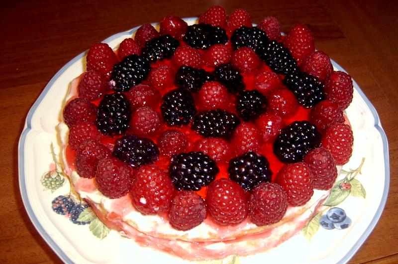 Рецепт торта шоколадный с начинкой из малины или ананаса