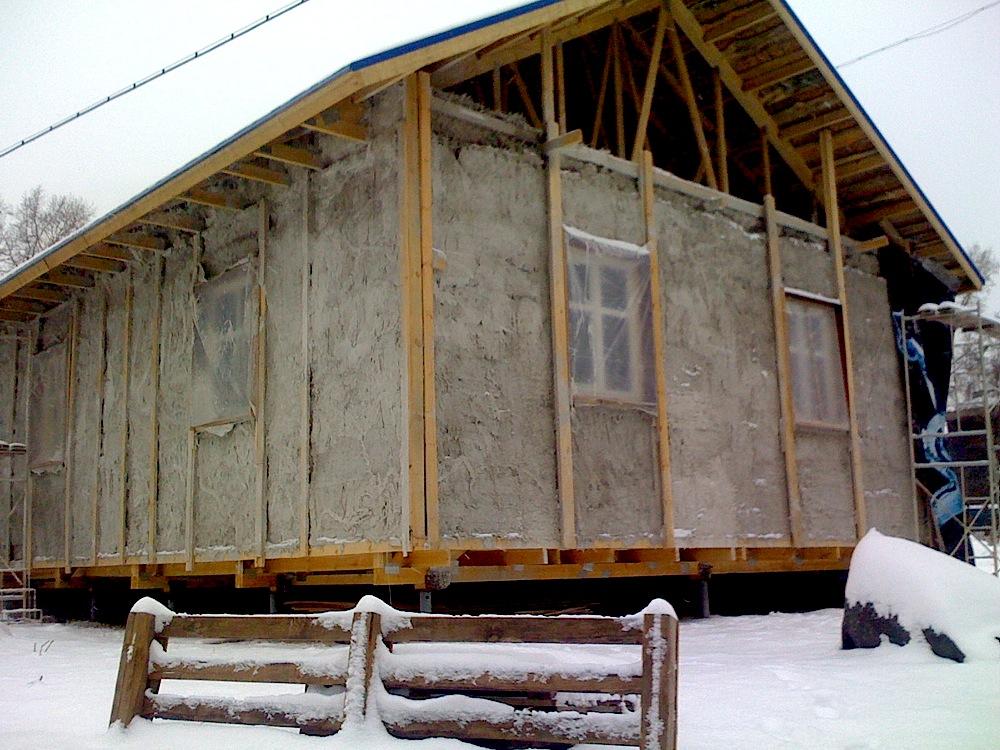 оштукатуривание соломенного дома. дом солома3