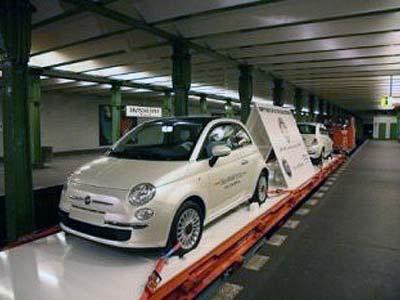 Fiat 500 спустился в метро