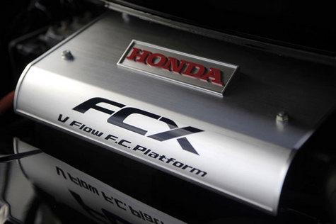 Honda FCX Clarity: Первая ласточка