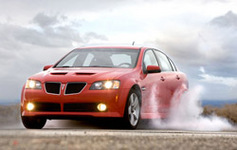 Dodge Charger RT против Pontiac G8 GT