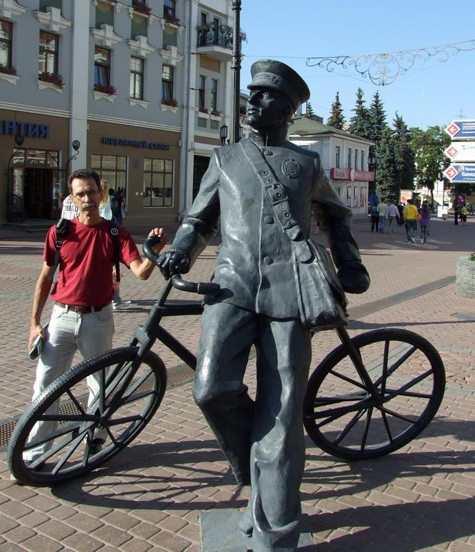 В Нижнем Новгороде мною был обнаружен Памятник Первому Байкеру.