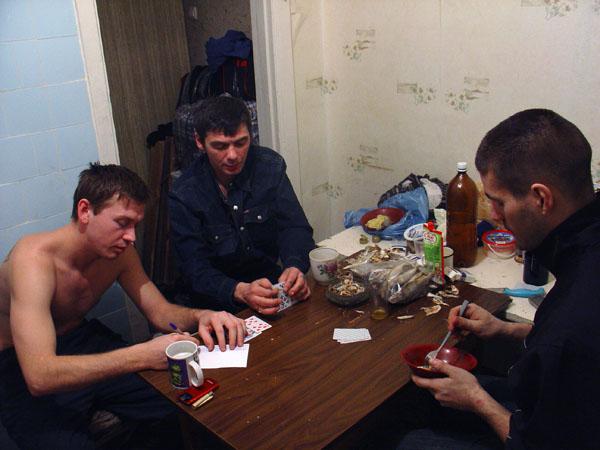 Братва решили в картишки перекинуться