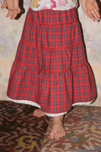 Длинная клетчатая юбка сама по