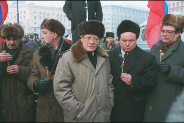 1995 год 16 лет назад даже элита ходила в меховых шапках, не говоря о...