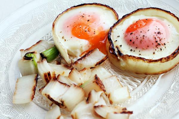 Картинки по запросу Яйца в луковых кольцах