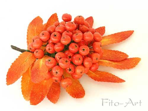 оранжевая брошь с ягодой рябины