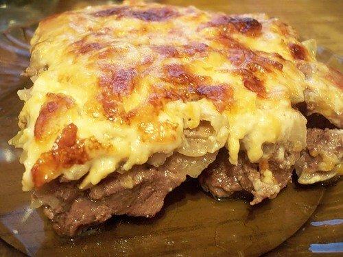Мясо в духовке под соусом рецепт