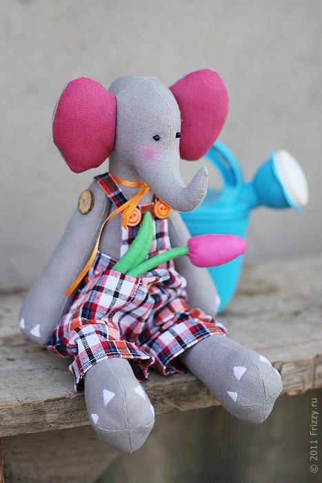 Слоненок садовник