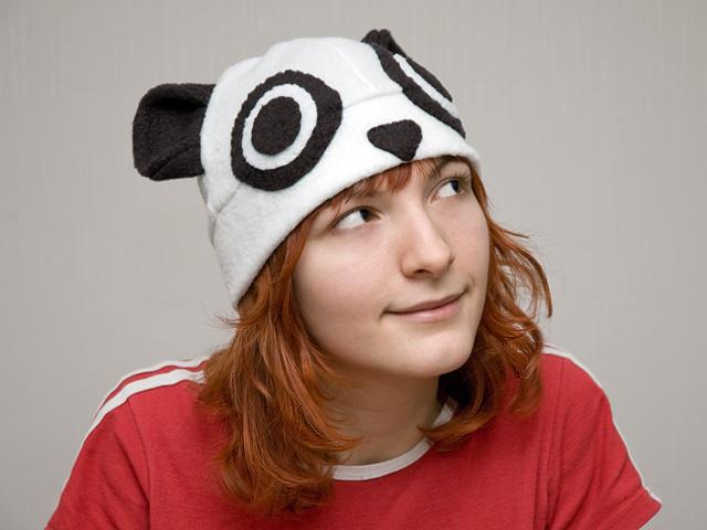 шапка в виде панды.