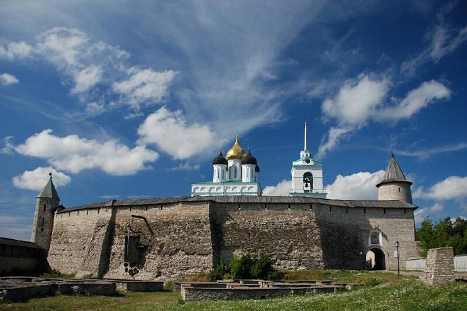 Kremlin_of_Pskov-2008-1.jpg