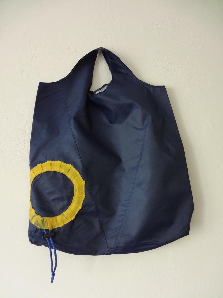 Я очень люблю...  ЭКОсумки (авоська по-американски). меня удивляют.  Из другого зонта сшила дамскую сумку.