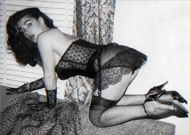 фото женщин ссср в интимном белье